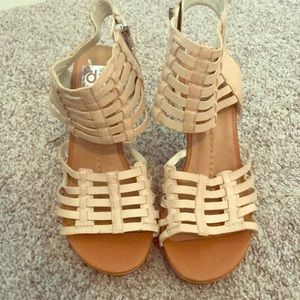 dv size 7 woman's wedges